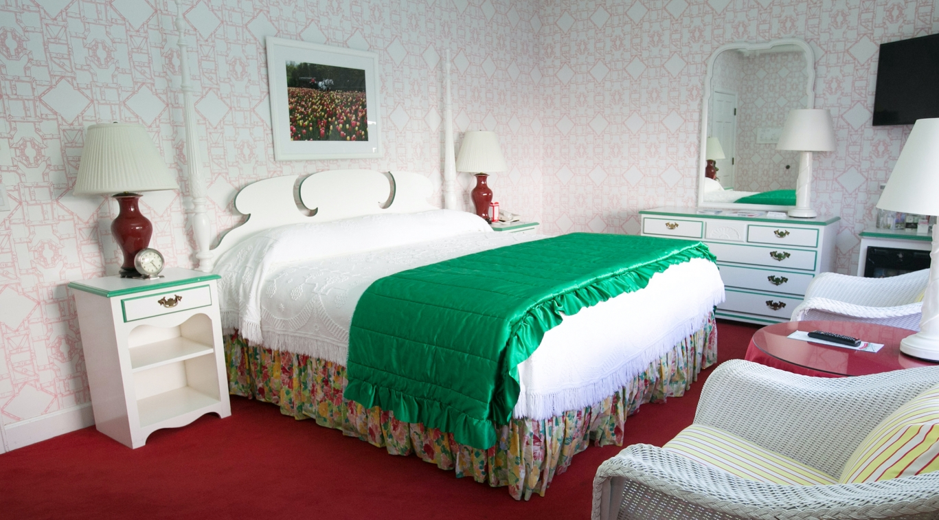 Category 1 guest room with double bed
