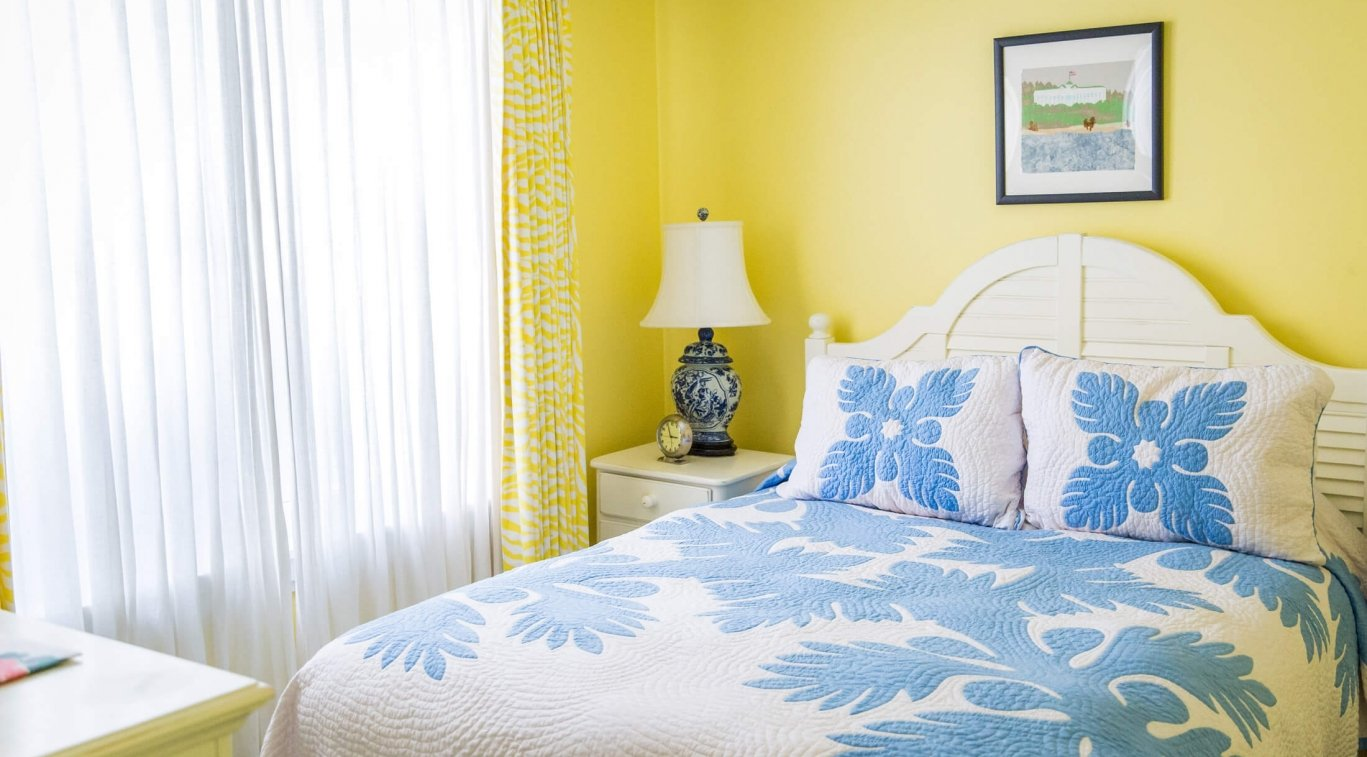 A yellow bedroom in Masco Cottage