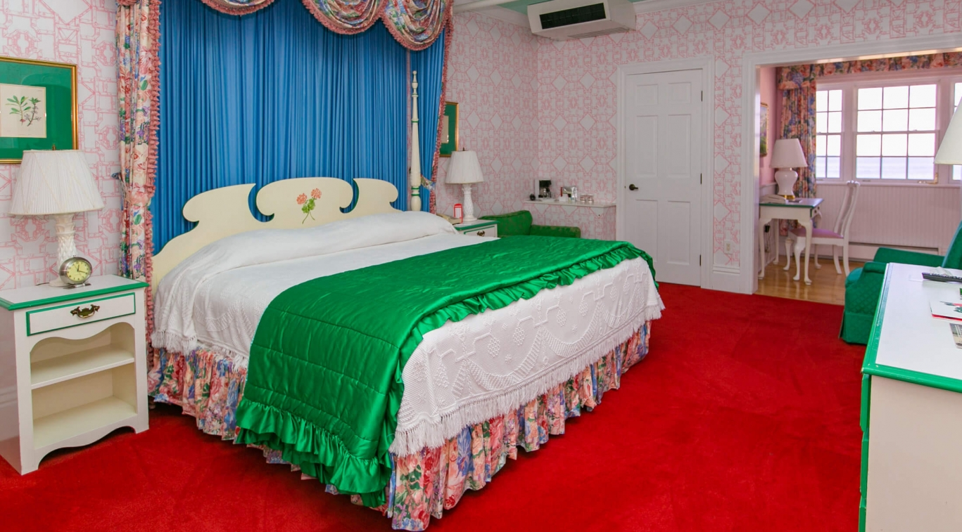 A king guest room
