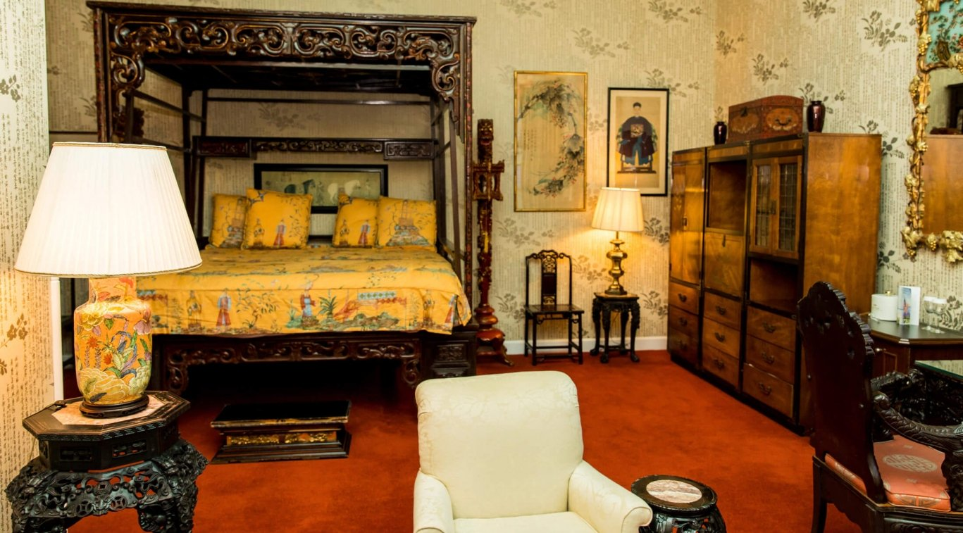 A king bed in the Oriental Room