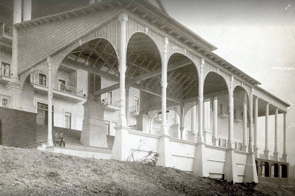 An old black and white photo of the Grand Hotel