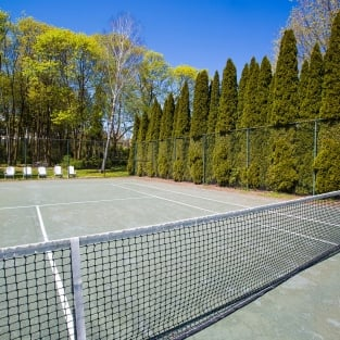 An empty tennis court